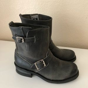 Frye Engineer 8R in Charcoal Size 8